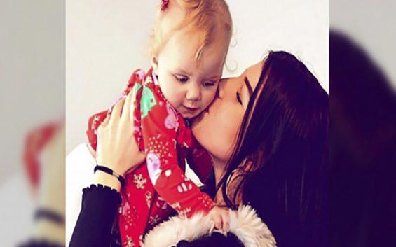 người mẹ can đảm từ chối phá thai để cứu đứa bé, người mẹ hy sinh vì con, người mẹ hy sinh cứu con