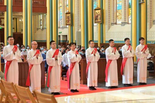 tổng giáo phận bắc kinh có 8 tân linh mục, linh mục tại bắc kinh, truyền chức linh mục tại giáo phận bắc kinh