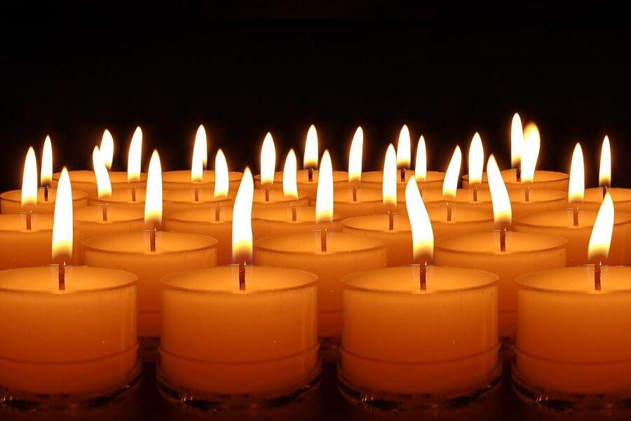 các điều kiên lãnh ơn toàn xá được đều chỉnh, cầu nguyện cho các linh hồn nơi luyện ngục, ơn toàn xá