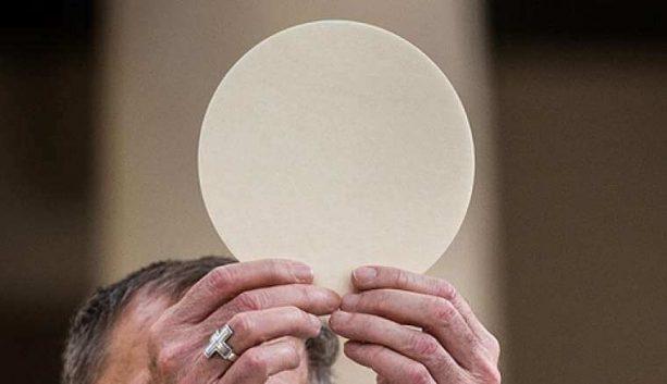 sống nhờ thánh thể, bí tích thánh thể, phép lạ thánh thể