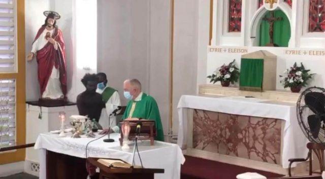 một giám mục bị cướp khi đang cử hành thánh lễ, giám mục bị tấn công, giám mục Georgetown