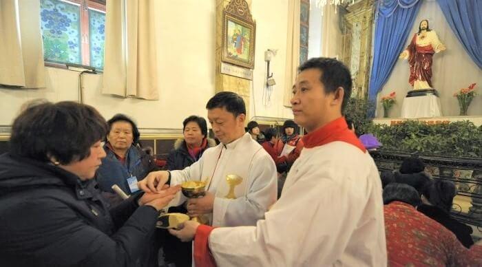 thánh lễ có giáo dân tham dự lại bị đình chỉ ở hồng kong, đại dịch covid tại trung quốc, thánh lễ bị hạn chế vì covid