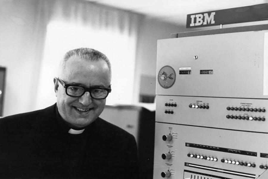Cha để của Internet là linh mục dòng Tên