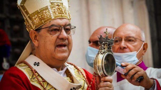 máu thánh januarius, máu thánh hóa lỏng, máu của thánh januarius hóa lỏng