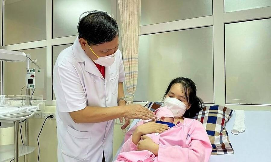 Kỳ tích nuôi sống bé sinh non nặng 400 gram