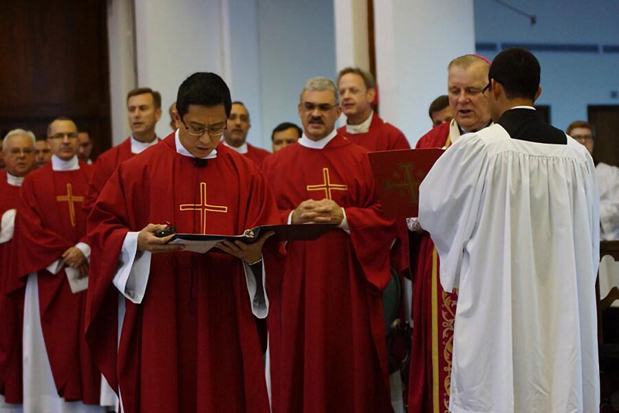 """Chỉ một mình Đức Kitô mới xứng đáng có """"Fan Club"""" mà thôi, linh mục"""